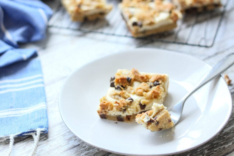 keto low carb chocolate chip cheesecake bars